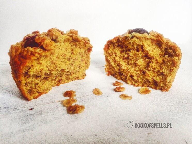 Wyśmienite, bezglutenowe owsiane muffinki z borówkami bez mąki, mleka i cukru to świetna przekąska na karnawałowe imprezy a także przepis na pyszne i sycące śniadanie lub ciastko do popołudniowej zimowej herbaty. Wypróbuj je już dziś!