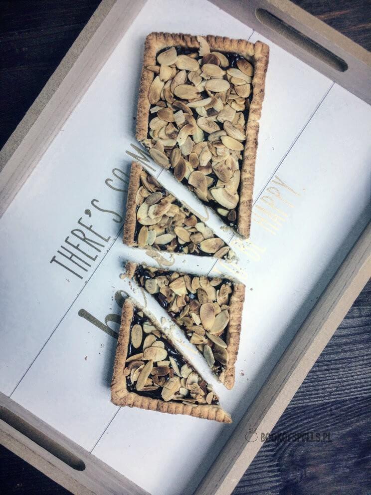 Szukasz pomysłu na świąteczne wypieki bez glutenu, nabiału i cukru? Wypróbuj ten przepis na bezglutenowy mazurek kajmakowy. Ciasto można również przygotować w wersji wegańskiej! Sprawdź przepis!